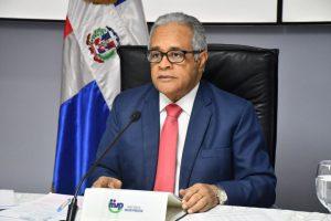 Ministro de Salud garantiza transparencia en compras y defiende su moral