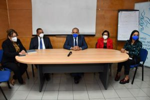 Ministro de Salud asegura disponibilidad de apruebas PCR en próximas horas