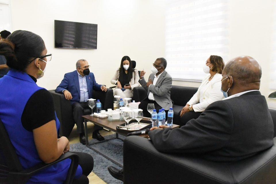 Ministro de Salud: a la población que se prepare para recibir la vacuna contra COVID-19
