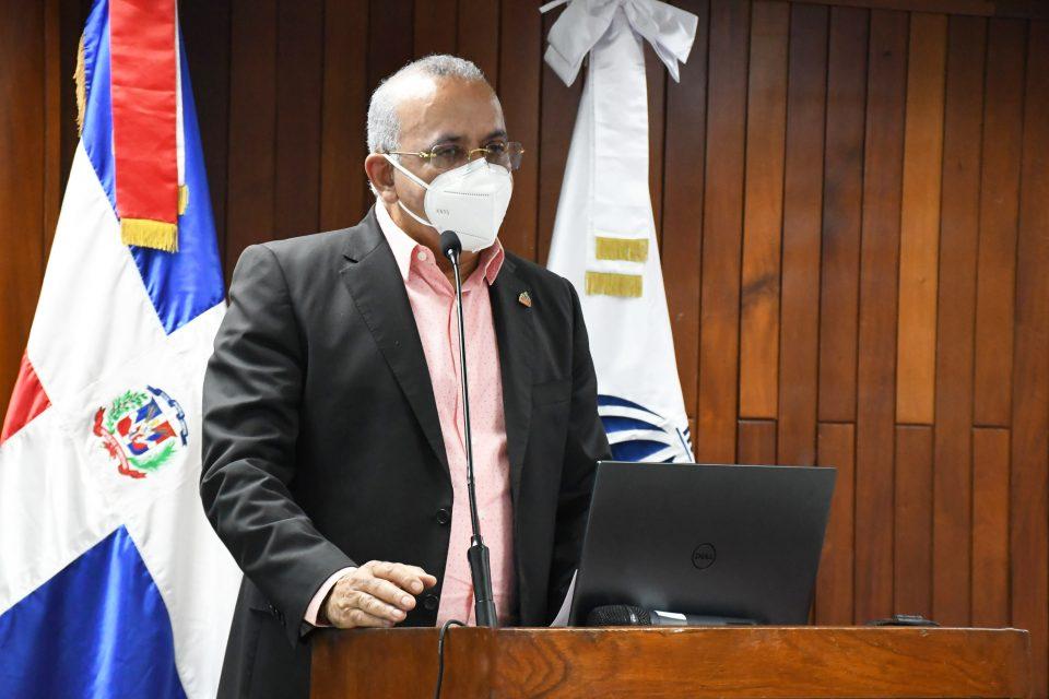 Ministro de Salud dice estar comprometido a disminuir gasto en salud de la familia dominicana
