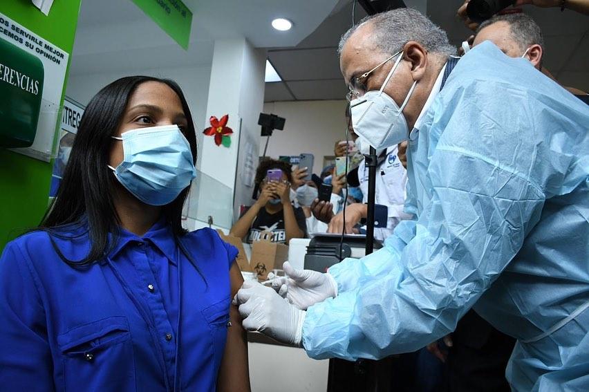 Ministro de Salud encabeza continuación de jornada de vacunación contra la COVID-19 en las provincias de la Región Norte