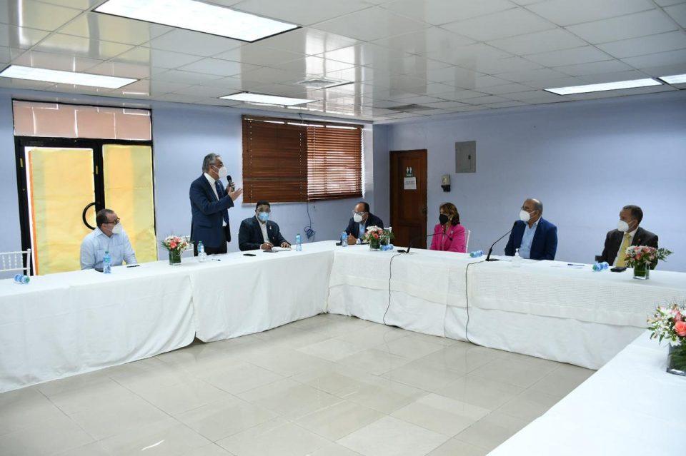 MSP socializa Plan Nacional de vacunación con la Asociación Dominicana de facultades y Escuelas de Medicinas (ADOFEM)