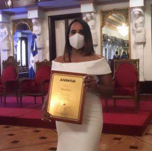Hospital Ciudad Juan Bosch (HCJB) felicita empleada galardonada Premio Nacional de la Juventud
